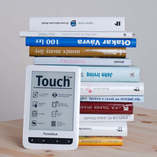 Papírovou knihu, nebo ebook čtečku?