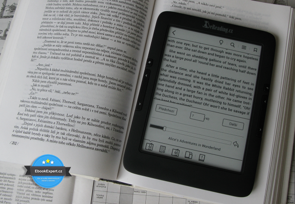 Kniha vs eReading 4 Touch Light (vypnuté nasvícení)