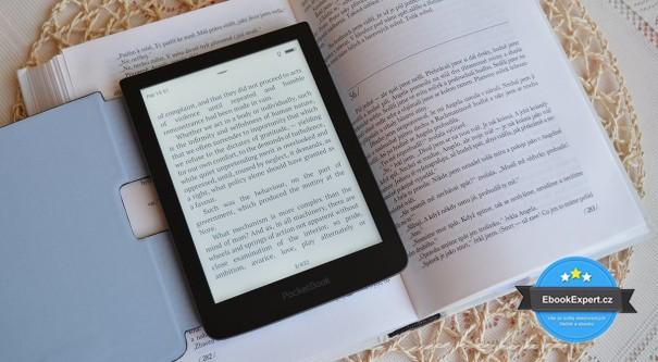 PocketBook Sense se zapnutým nasvícením a srovnání s knihou